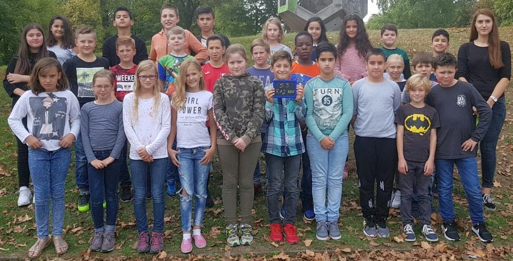 """Klasse 5.3 erzielt Spendenrekord und nimmt am Event """"Schule ohne Rassismus-Schule mit Courage"""" teil."""