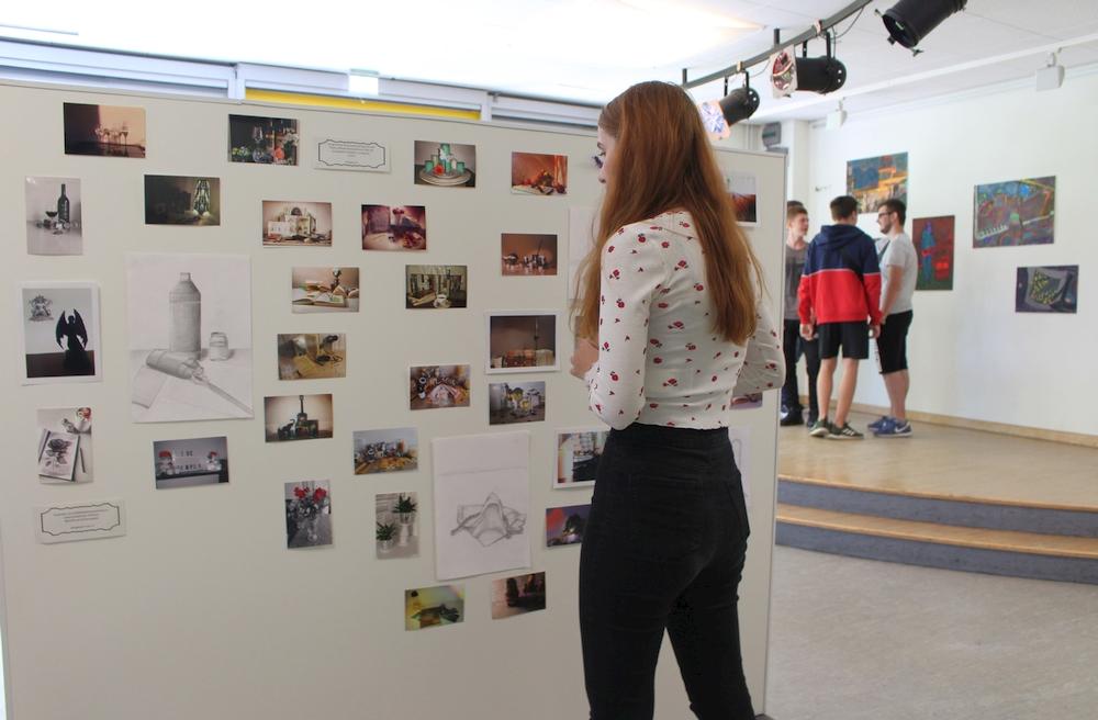 "Kunstausstellung ""Retrospektive Kunst"" lockt 400 Besucher an"